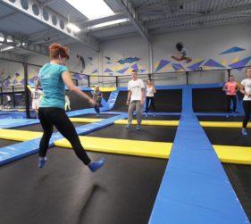 Jak i ile skakać na trampolinie, żeby schudnąć?
