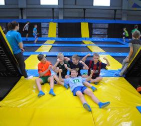 Czy skakanie na trampolinie jest zdrowe dla dzieci?