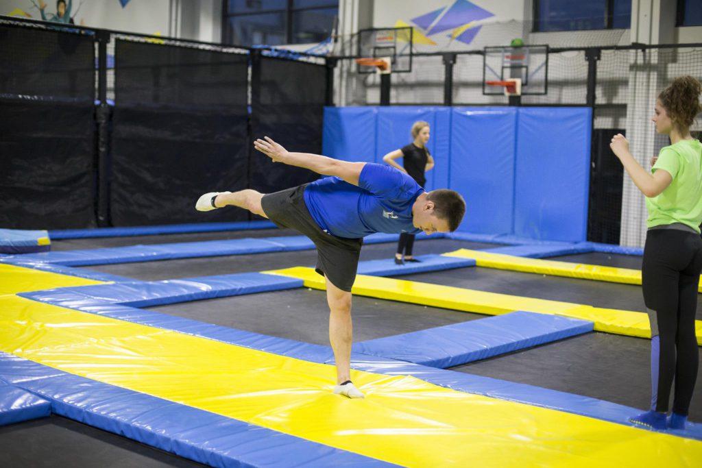Skorpion – Jak zrobić skorpiona gimnastyka